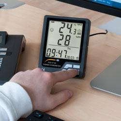 Imagen de uso del termohigrómetro