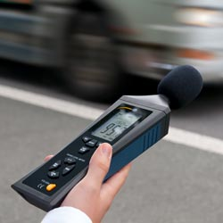 Medición del nivel del ruido con el medidor de sonido PCE-322A